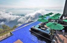 """จุดชมวิวใหม่ของญี่ปุ่น """"Infinity Lounge"""" ธรรมชาติที่รายล้อมไปด้วยทะเลสาบ"""