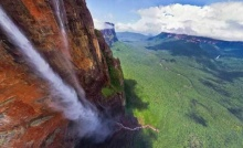 พาชม น้ำตกที่สูงที่สุดในโลก ทั้งสวย ทั้งเสียว ! (ชมภาพ)