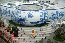 """ทั่วโลกตะลึง !! """"จีน"""" นำรูปทรงเครื่องลายคราม มาออกแบบเป็นห้าง ยิ่งใหญ่ อลังการสุดๆ (ชมภาพ)"""