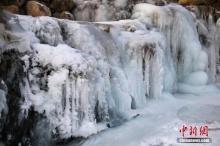 สวยงามแปลกตา น้ำตกกลายเป็นน้ำแข็ง ที่เมืองยางเย่