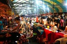 ตลาดนัดจตุจักรกลางคืน ช็อปของถูก ค่ำยันเช้า
